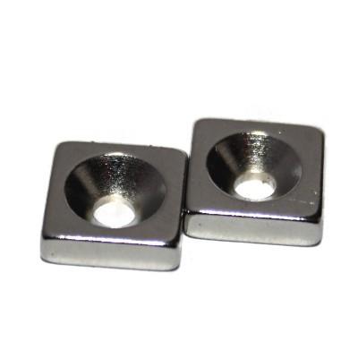 Quadermagnet 10x10x3 mm N45 Nickel mit Senkung